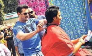 Salman Khan Wants Money for Charity