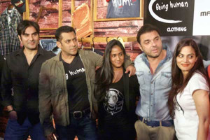 Salman Khan with his family at Dabangg 2 screening