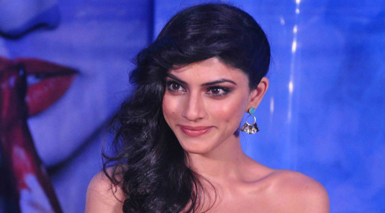 Sapna Pabbi to host midnight chatting session with men
