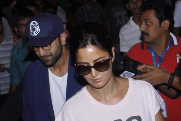 Katrina Kaif & Ranbir Kapoor return from Prague