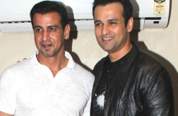 Rohit Roy pens script for brother Ronit