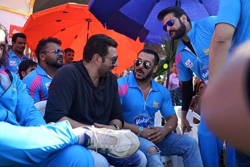 Salman Khan, Sunny Deol - Bollywood Bubble (250234)