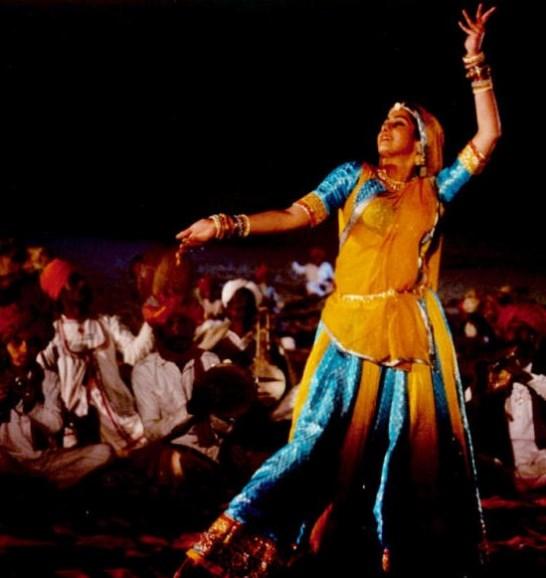 Chudiyan Khanak Gayeen - Lamhe (1991)