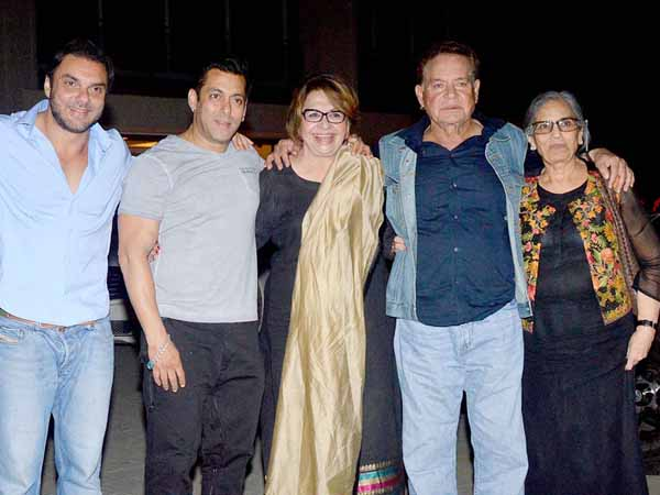 Salim Khan with his two wives and sons, Salman and Sohail