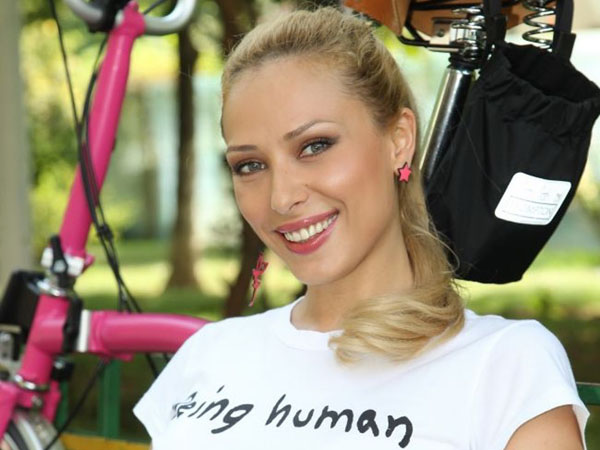 Iulia Vantur Salman Khan stealing hearts