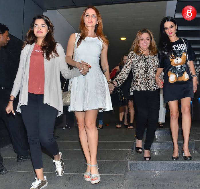 Sussanne Khan with other guests