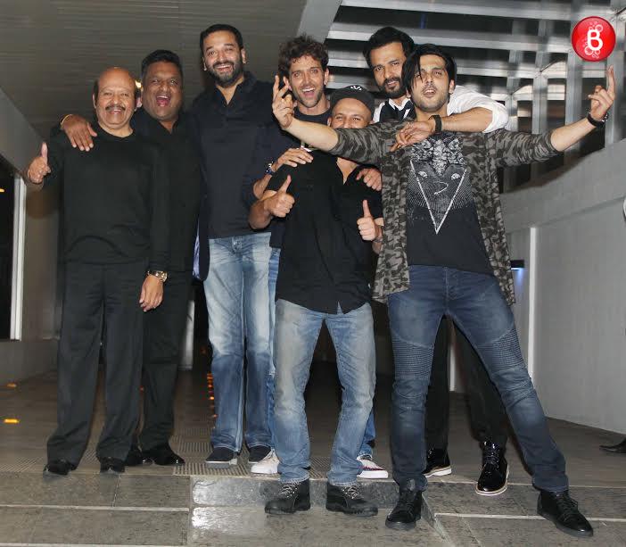 Hrithik Roshan with Zayed Khan, Rajesh Roshan and team 'Kaabil'