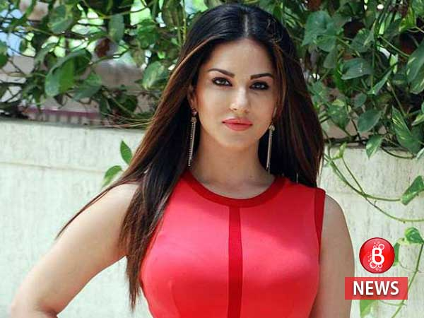 Sunny Leone has air crash scare in Maharashtra, all safe