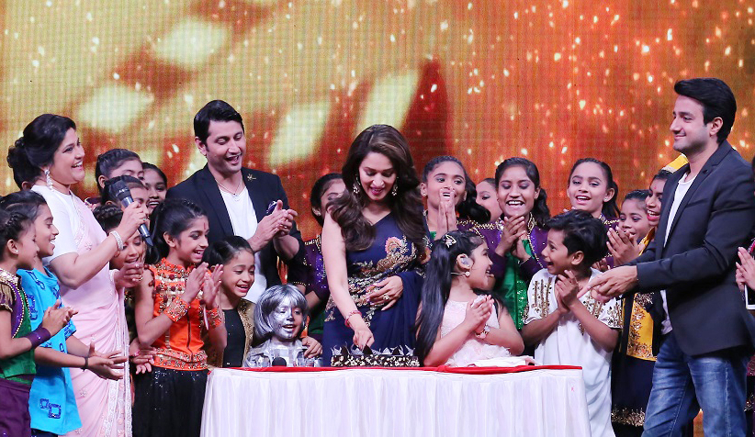 Madhuri Dixit celebrates her birthday on the sets of DID Lil Masters
